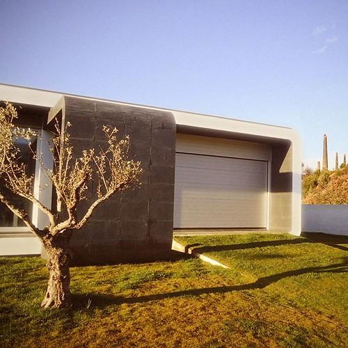 moradia almeida by @eva_atelier | #quiet #schist #wall #eva_atelier #entrance #igersoaz #igersoliveiradeazemeis #p3top #portugal #portugalcomefeitos #portugal_lovers #portugaldenorteasul #architecture #architecturelovers #architectureporn #archilovers #ar