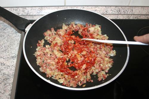 23 - Tomatenmark anrösten / Roast tomato puree