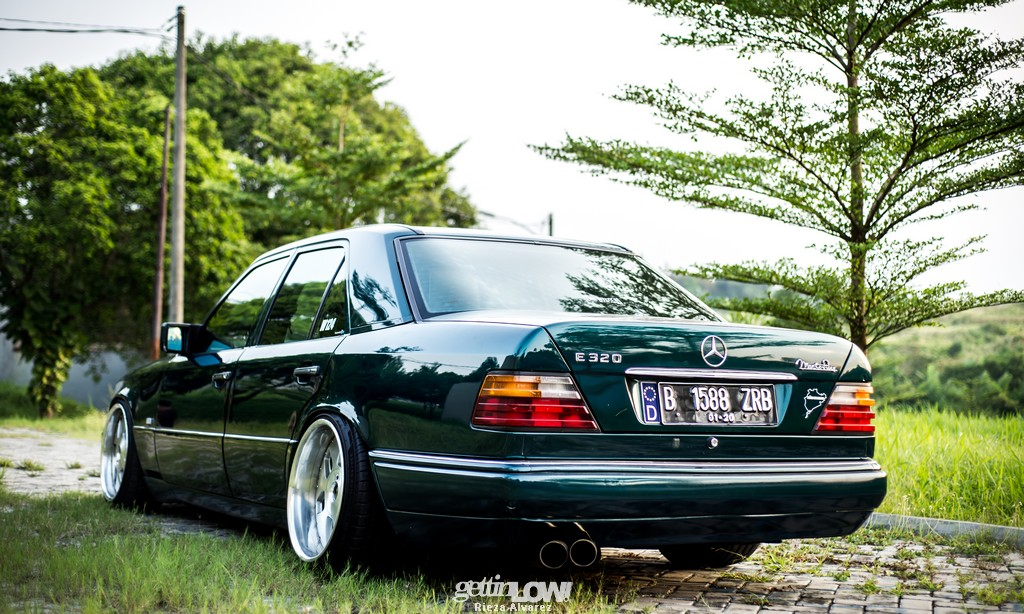 Mercy-W124-darkgreen_16