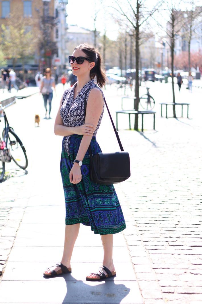 outfit: vintage crop top and paisley circle skirt with birkenstocks