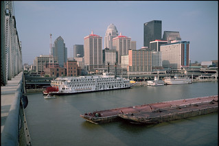 95g006: Louisville riverfront with American Queen and Belle of Louisville
