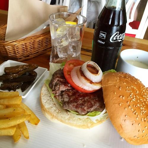 今日のランチ、アメリカーンなハンバーガー頼んだらデカかった!!うまうま #japan #Japanese #cafe #lunch
