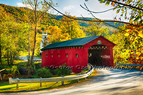 travel autumn usa building fall horizontal architecture landscape vermont seasons outdoor scenic landmarks newengland chapel northamerica serene picturesque woodenbridge coveredbridges greenmountains baptistchurch nationalregisterofhistoricplaces churchsteeple lowangleview battenkillriver historicbridges westarlington buildingexteriors townlatticetruss bridgestructures normanrockwellhome