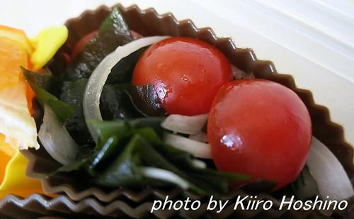 お弁当、20165-23、わかめとトマトの中華風酢の物