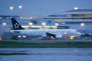 Air Canada Airbus A320, C-FDRH, Star Alliance twilight departure DSC_0741