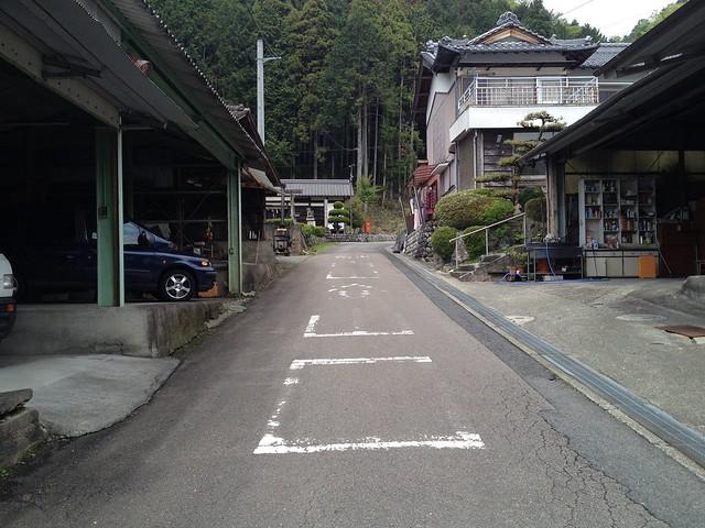 納古山 登山口への道