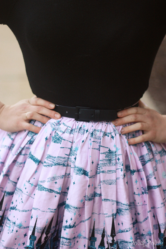 Waist detail of castle print Jenny skirt and stretch elastic belt