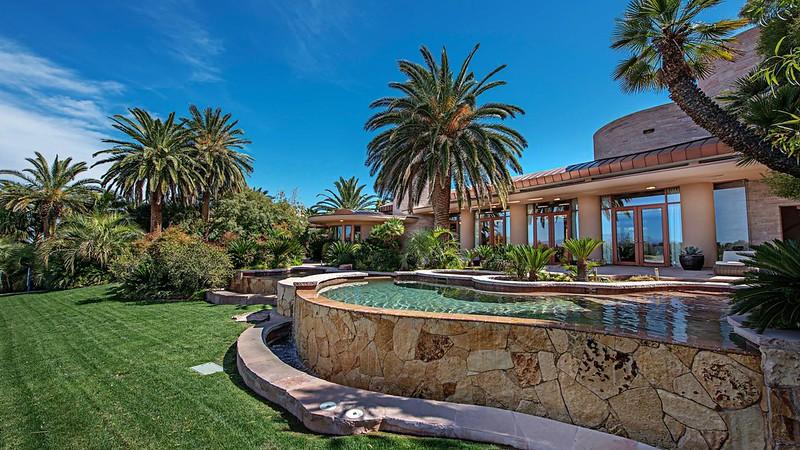 Дом с бассейном в Лас-Вегасе