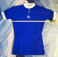 sports uniform(0.0), polo shirt(0.0), pocket(0.0), clothing(1.0), sleeve(1.0), cobalt blue(1.0), outerwear(1.0), electric blue(1.0), jersey(1.0), sportswear(1.0), blue(1.0), t-shirt(1.0),