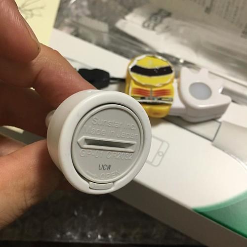 ボタン電池(定番のCR2032)を入れてアタッチメントに入れます。