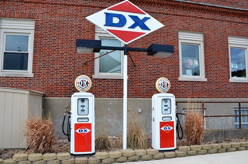 sign iowa dx gaspumps gasolinesign algonaiowa dxgasoline kossuthcounty midcontinentpetroleumcorporation