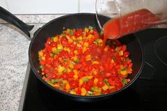 37 - Mit Tomatensaft ablöschen / Deglaze with to…