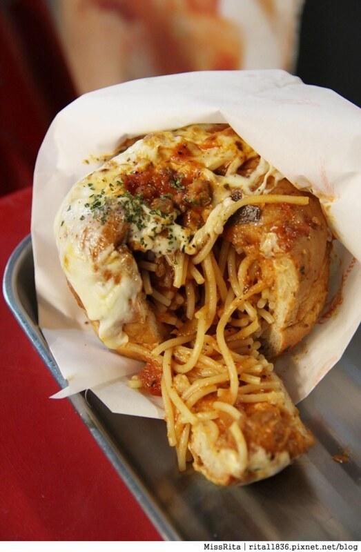 台中一中街好吃 一中麵包彈 義麵焗烤法國球 一中街美食17