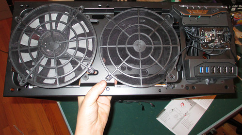 20150317 - Thailog - z - case - top - top lid removed - huge fans - IMG_0240