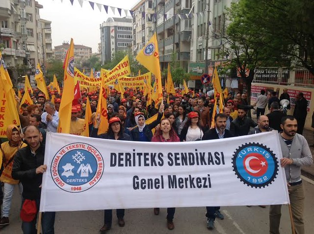 Deriteks unionists in Turkey march for May Day 2015