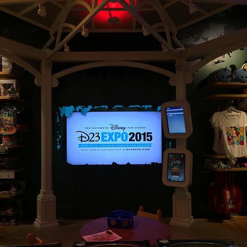 ディズニーストア内でD23 Expo 2015の動画が流れてる!