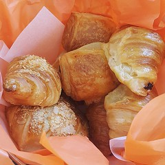 baking, baked goods, food, bread roll, viennoiserie, cuisine, brioche, snack food, danish pastry, croissant,