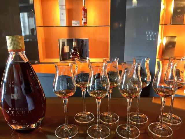 Copas de Cognac en el castillo Baron Otard (Cognac, Francia)