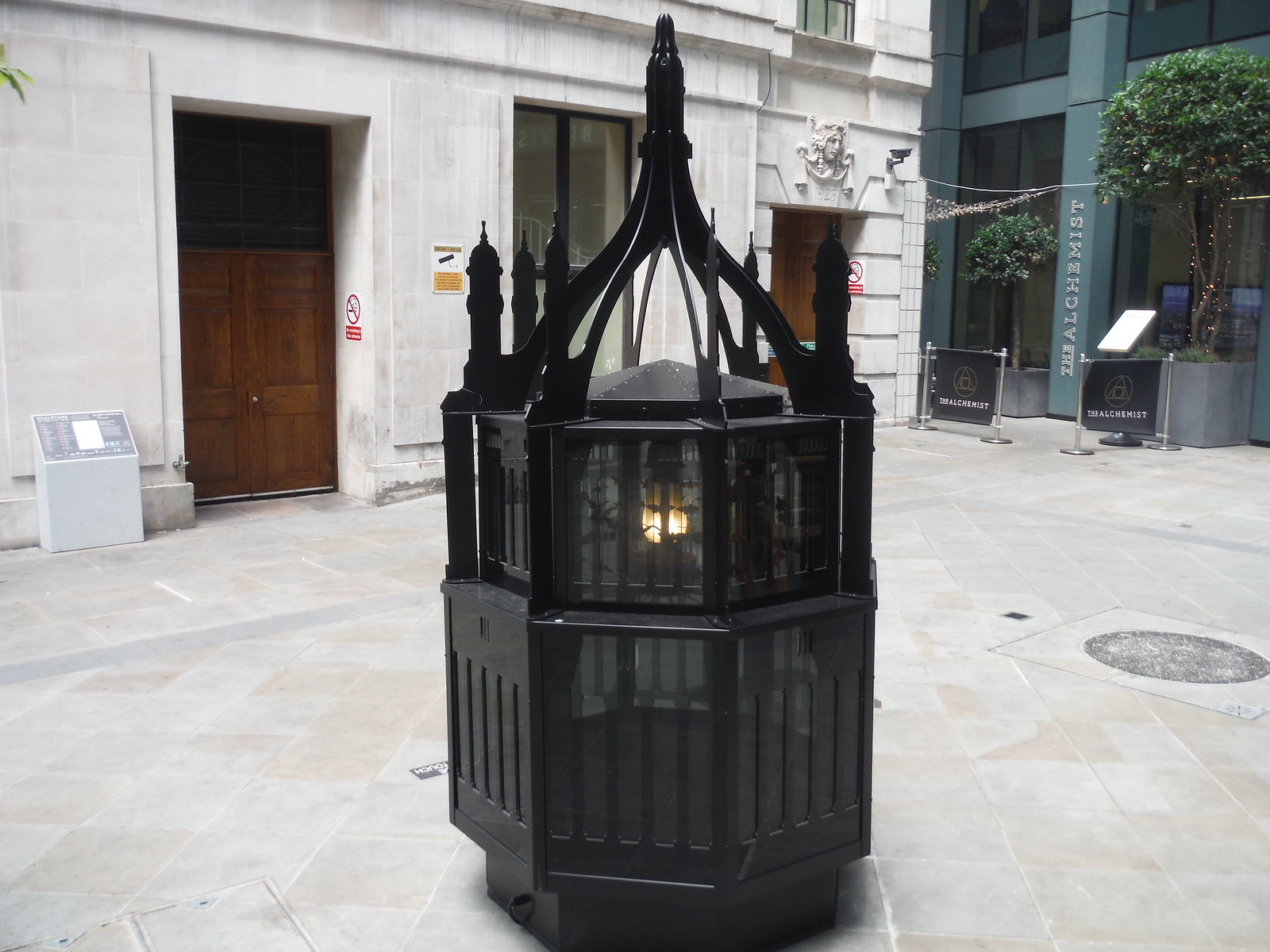 Mat Collishaw - Magic Lantern Small SWC Walk Short 24 - Sculpture in the City