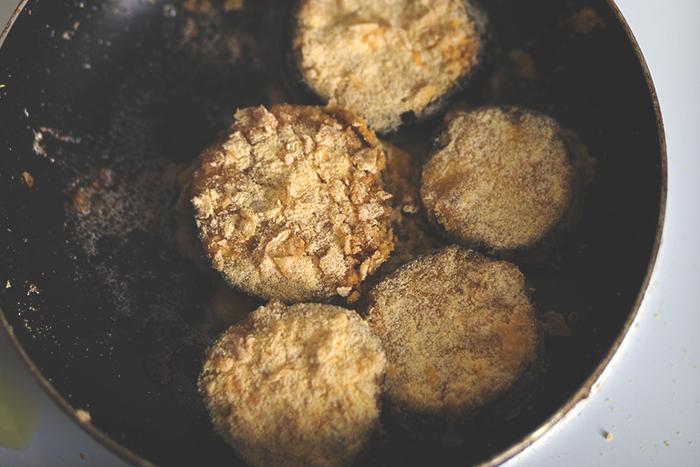 Cornflakes sind glutenfrei und perfekt für eine crunchige Panade