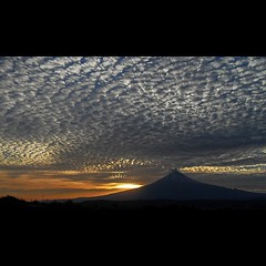 ▃ ▃ ▃ Popocatépetl ▃ ▃ ▃ ▃ ………….. …… … .. #clouds #sky #blueskys  #nature  #white #igcentric_nature #skylovers  #iloveclouds #beauty #atlixco #puebla #volcan  #orange  #dayshots #primeshots #sunshotz #naturehippys #landscape #sunrise_lovers #instagroove #