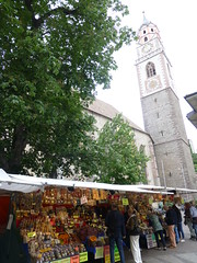 Markt und Kirche in Meran