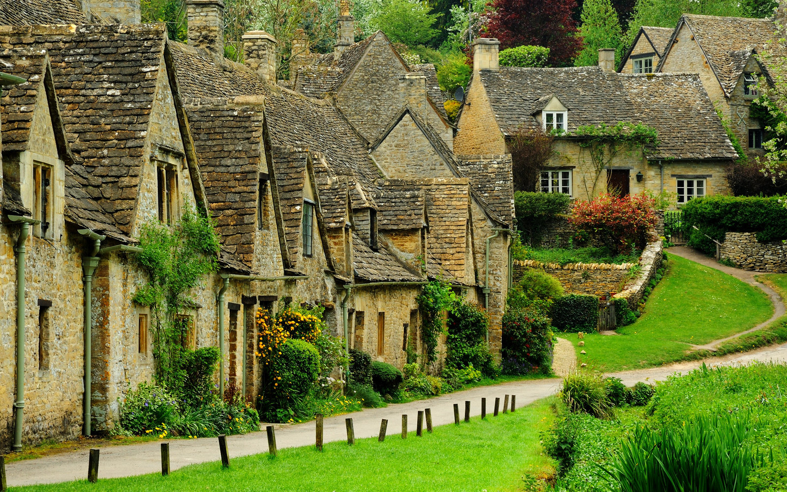 Arlington Row in Bibury, Gloucestershire was built in 1380 as a monastic wool store. The buildings were converted into weavers' cottages in the 17th century