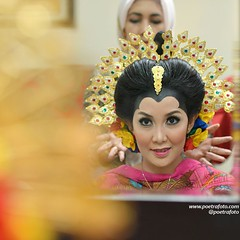 Bride prepare. Bugis wedding. From the wedding of Eka & Ardi. Wedding day at Cilincing Jakarta Utara, May 9, 2015. Wedding photo by @Poetrafoto 📷   Visit our web http://wedding.poetrafoto.com and our FB http://fb.com/poetrafoto for more wedding pho