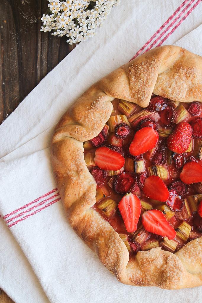 recette de tarte rustique fraise rhubarbe