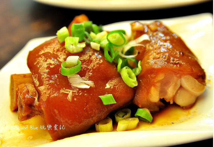 18115375725 18530a6602 b - 李蕃薯担仔麵,一碗台南担仔麵,傳承一世人的回憶,桂蒜香酥鴨,美味萬壽公園對面