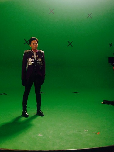 G-Dragon - Tower of Saviors - 2014 - BTS - 01