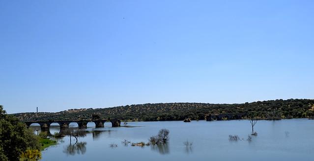 El puente de Ayuda, un trozo español y otro portugues.