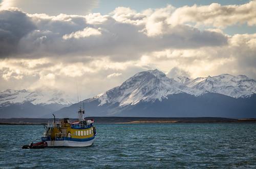 chile patagonia mountains clouds photography boat andes cile puertonatales lasthopesound senoúltimaesperanza últimaesperanzasound canalseñoret lucaonnis señoretchannel