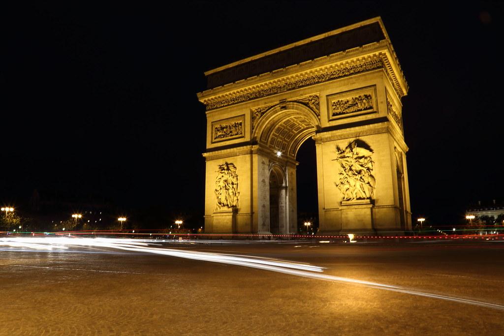 Arc de trimphe at night