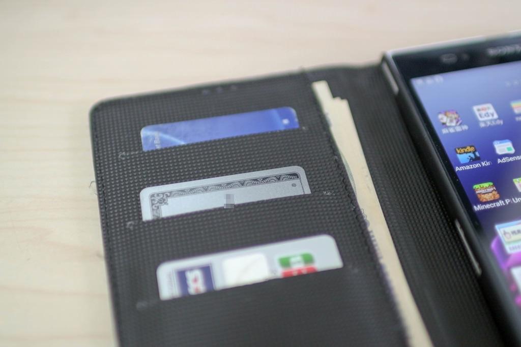 クレジットカードやキャッシュカードを3枚収容可能
