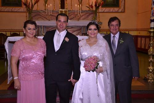 Os noivos Thiago e Yasmin com os pais do noivo, Luiz e Vera Leal
