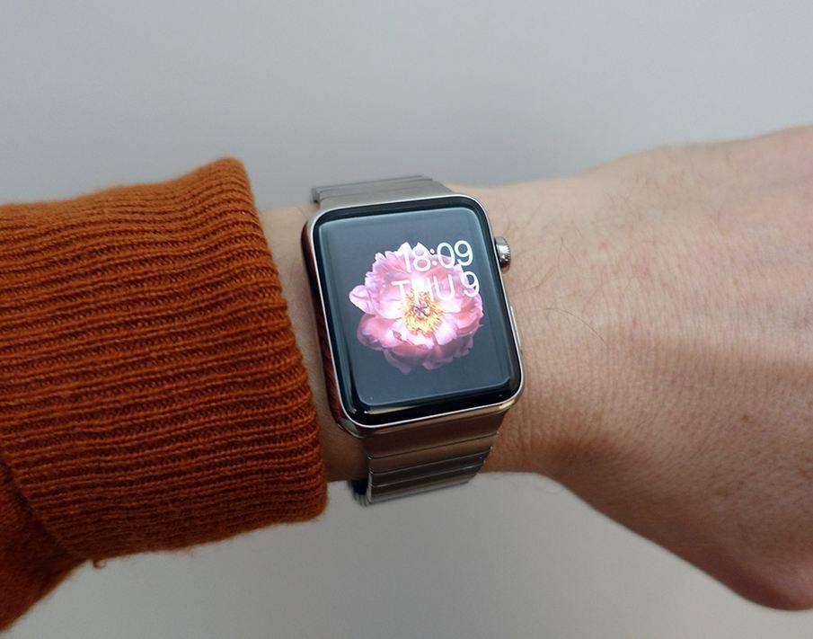 Đồng hồ Apple trên tay người dùng