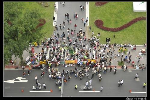 「不給綠地就搗蛋」搶救松菸大遊行。攝影:Munch