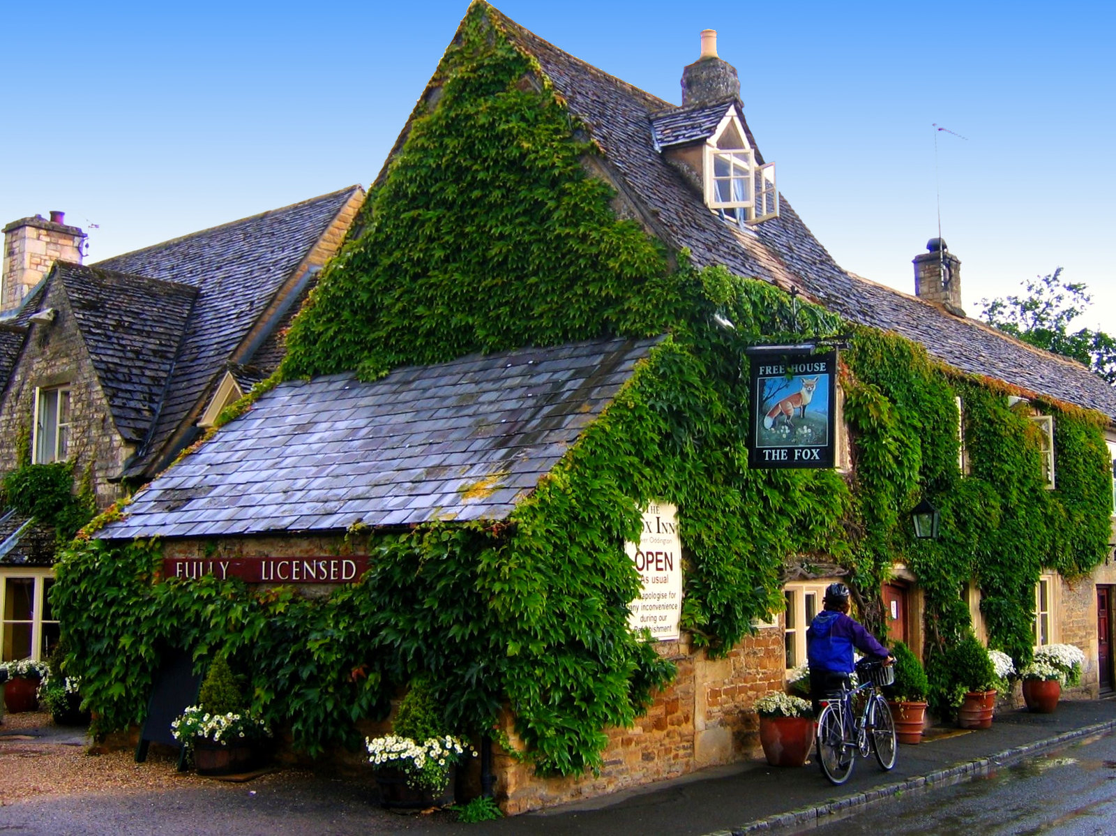 The Fox Inn in Lower Oddington in the Cotswolds. Credit JR P
