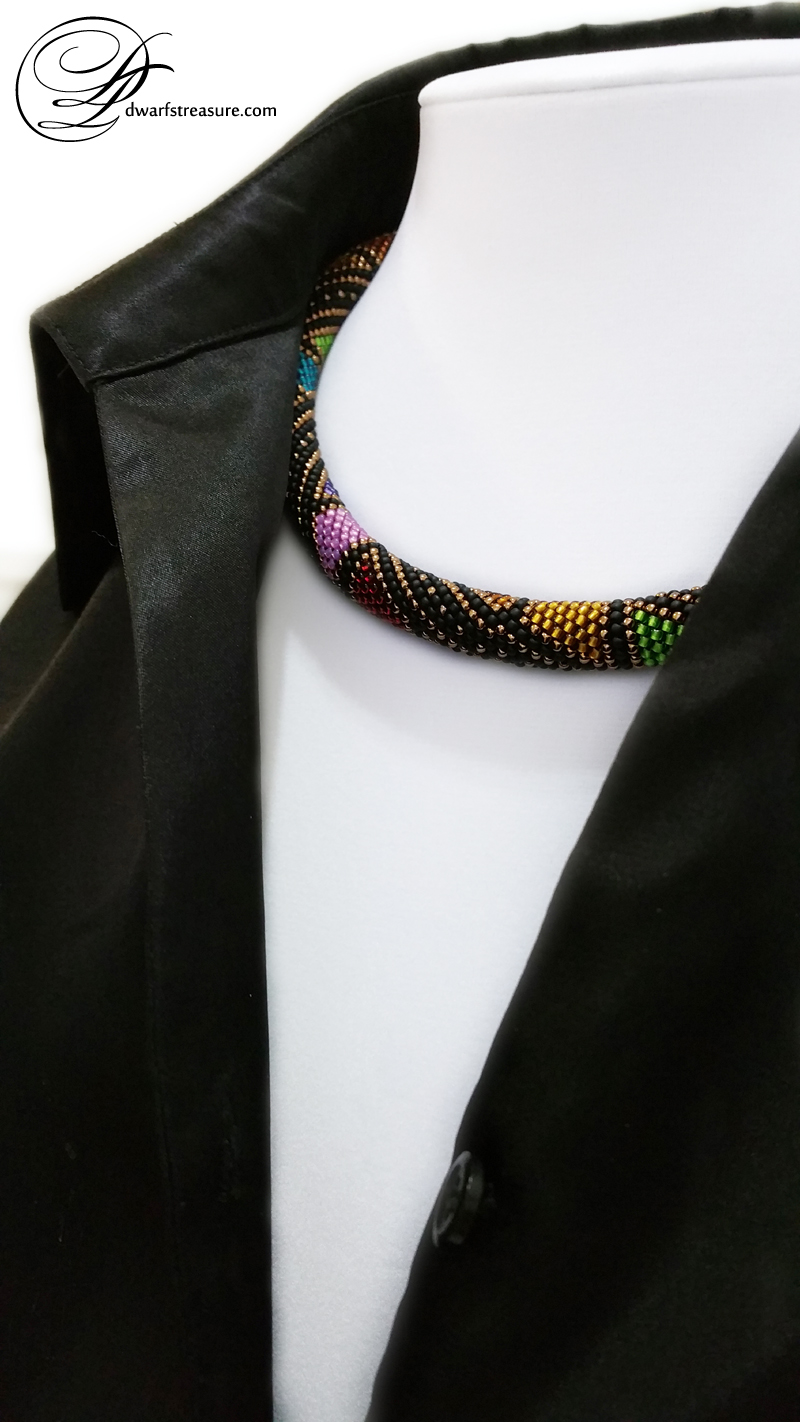 Luxurious multicolored beaded crochet short necklace