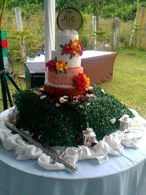 Wedding Combination of Rustic and Hawaiian Themed Cake by Evangeline Laguinday Orfano