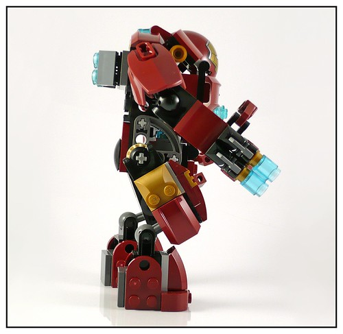 LEGO 76031 The Hulk Buster Smash 12