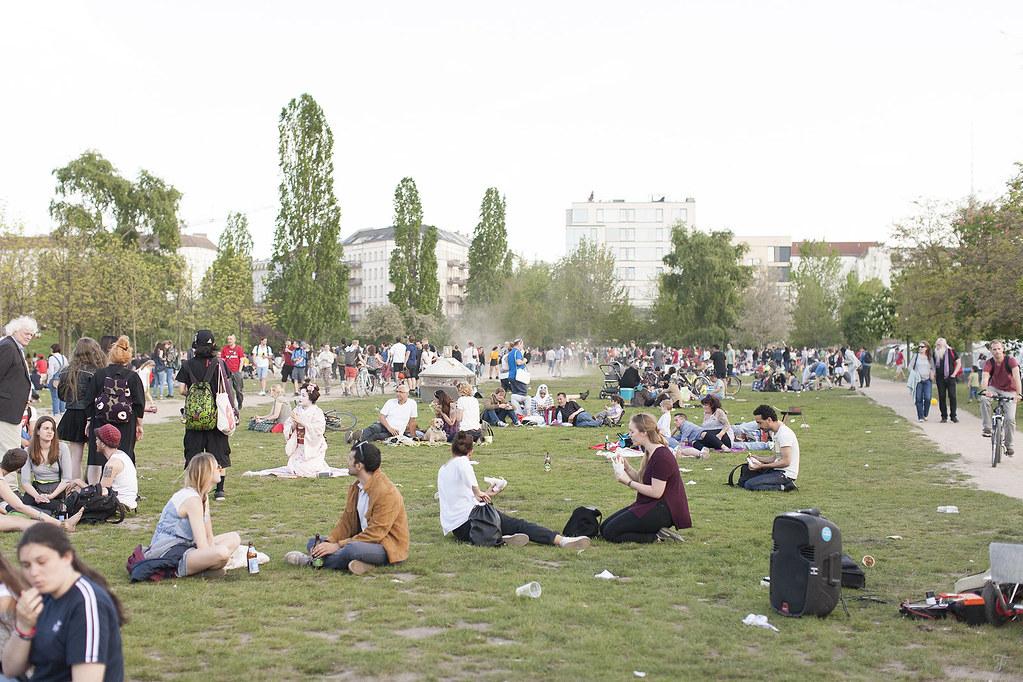 berlin minidentiteta mini kino yoga