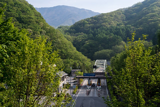雁坂トンネル料金所と雁坂嶺