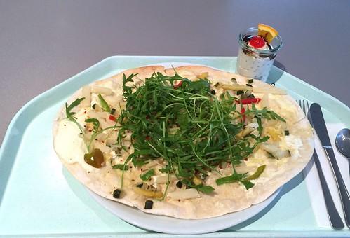 Tarte flambée with fresh asparagus / Flammkuchen mit frischem Spargel