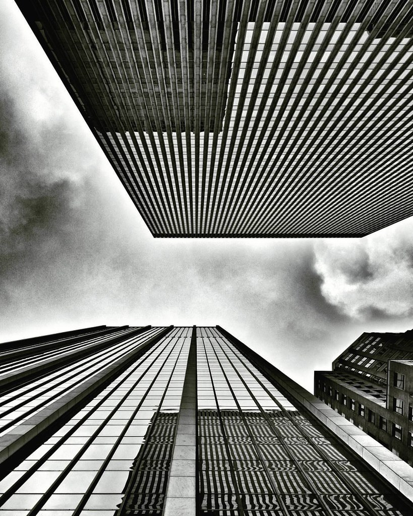 Just looking Up  #newyork #nyc #newyorkcity #manhattan #lookingup #Up #architecture #archilovers #building #buildings #skyscraper #sky #clouds #cloudporn #Travel #travelgram #trip #blackandwhite #bw #iloveny #ilovenyc #newyorkphoto #instacool #instanewyor