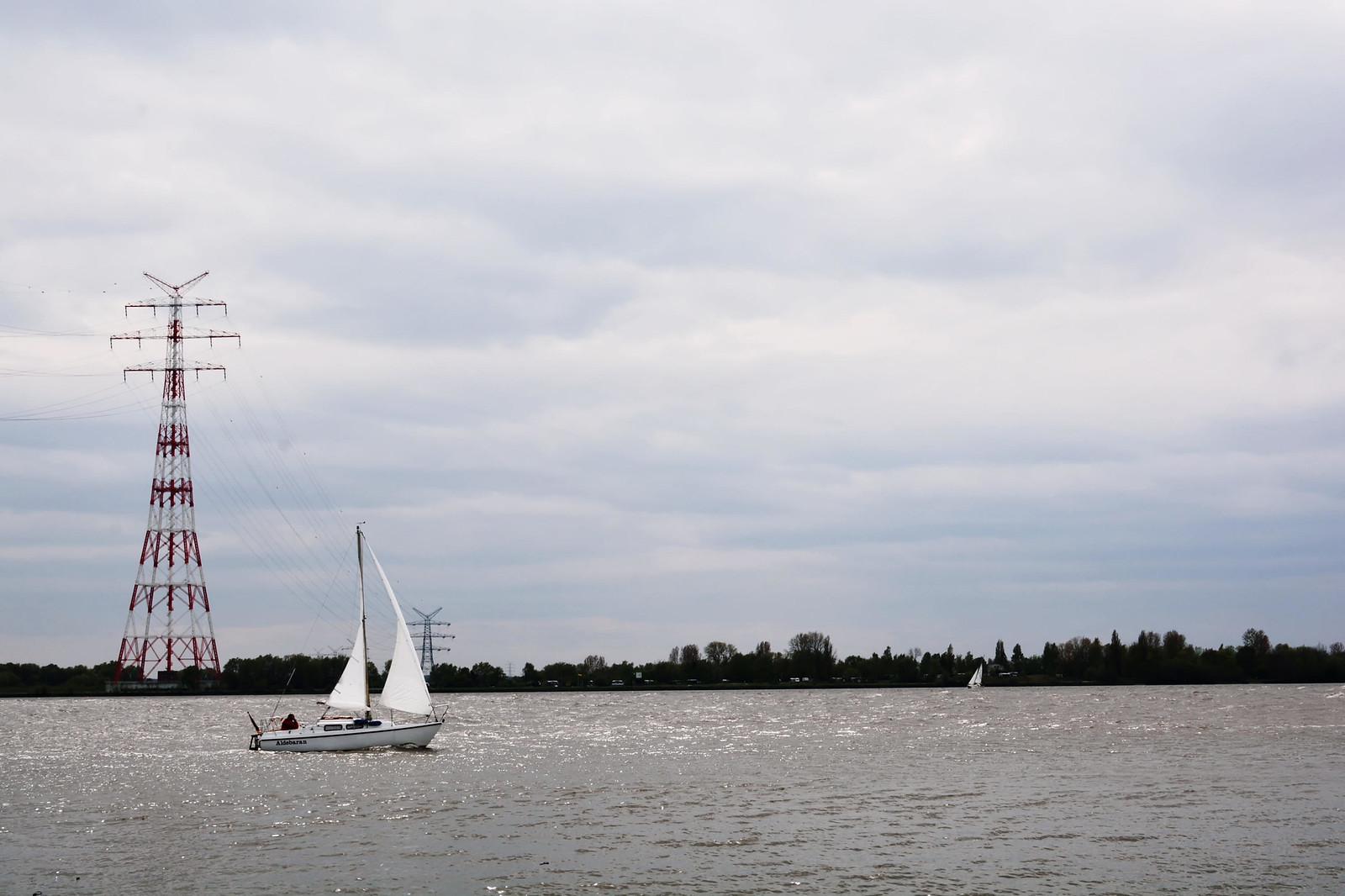 Hetliger Schanze/Elbe mit Boot