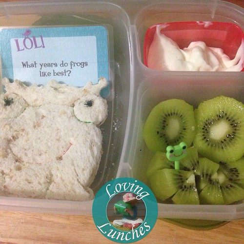 Loving today's simple @easylunchboxes with @lunchbox_love note… cutter by LunhPunch. Pick by @daisoaustraliaofficial