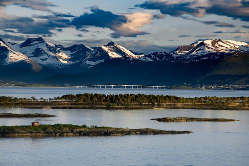 scandicseilet brücke moldefjord tresfjordbrua molde vestnes møreogromsdal norwegen norge norway fjord mountain berge gebirge bridge