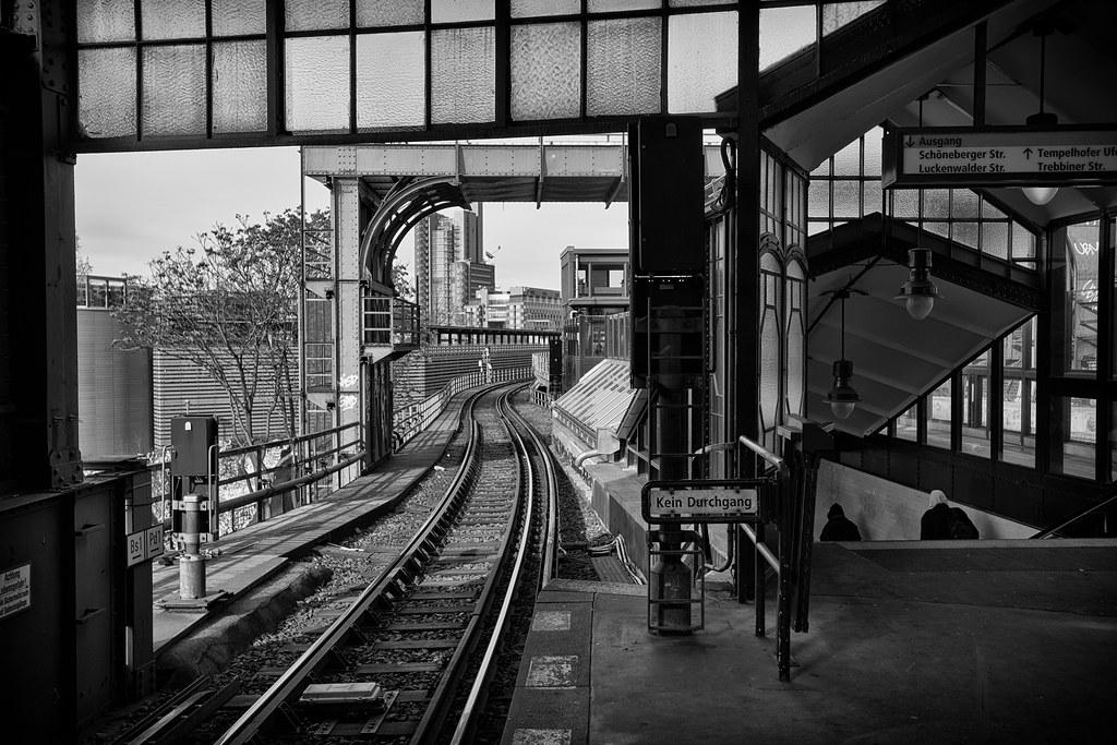 SLY - Berlin Gare-002